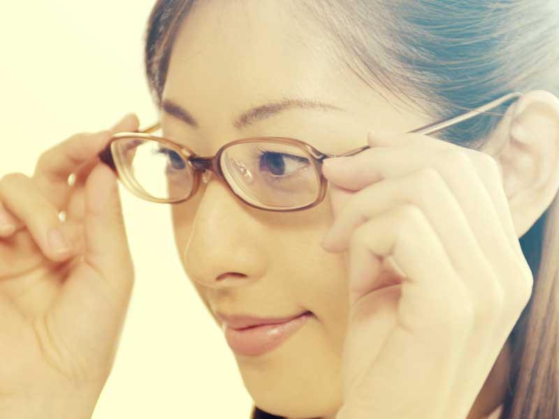 メガネをかける妊婦さん