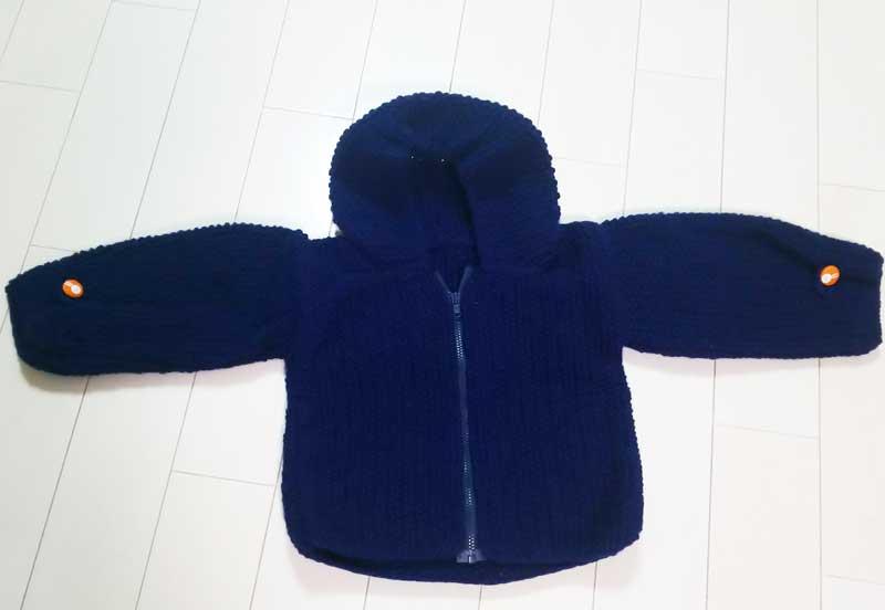 赤ちゃんの服の編み物