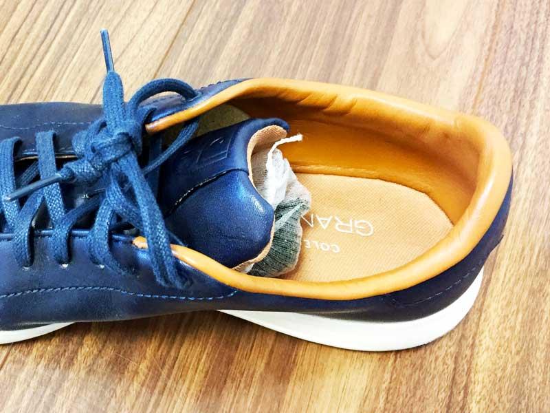 ストッキングに入れた乾燥した茶殻が入ってる靴