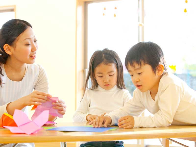 保育園の子供達と先生