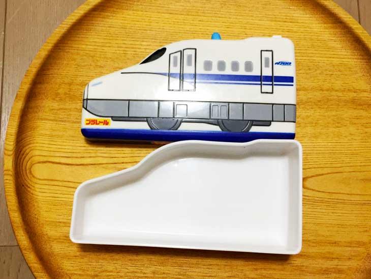 新幹線のお弁当箱