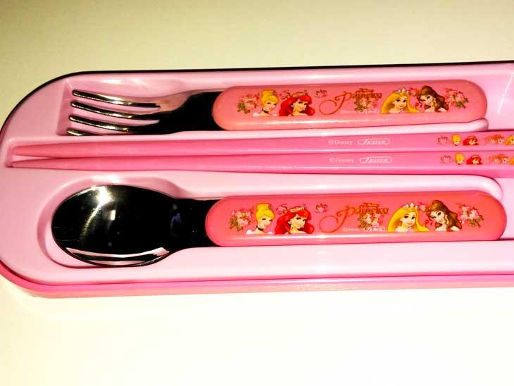 ピンクのディズニープリンセスがついたスプーン