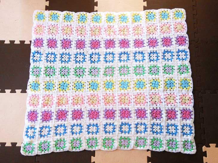手編みのお昼寝用マット