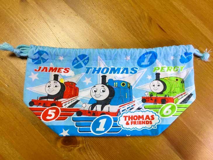 トーマス柄が3つ並んだお弁当袋