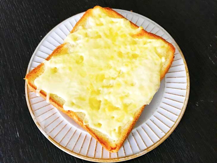 チーズがとろとろしたトースト