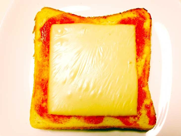 ケチャップととろけるチーズがのったトースト