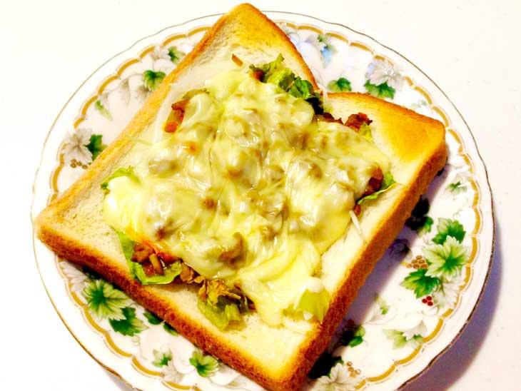 ドライカレーをのせたトースト