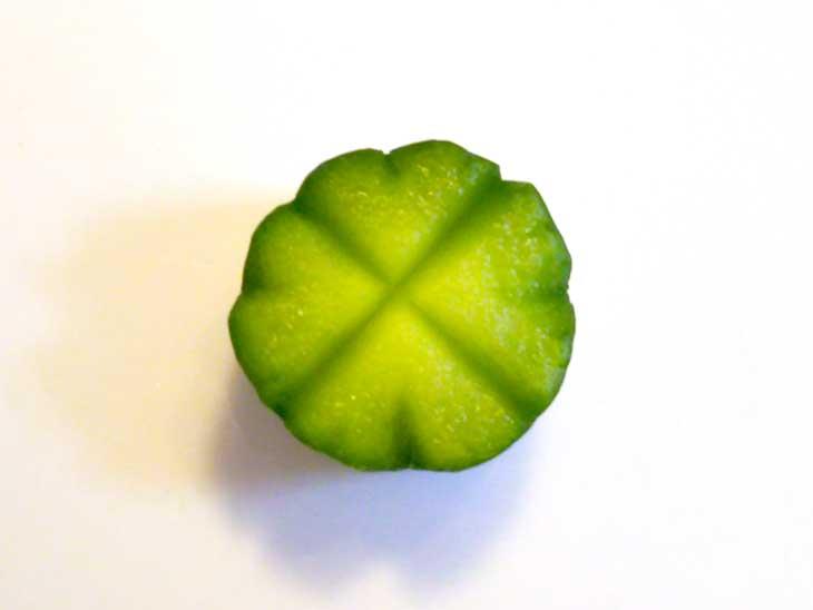 四葉のクローバーの形をしたきゅうり