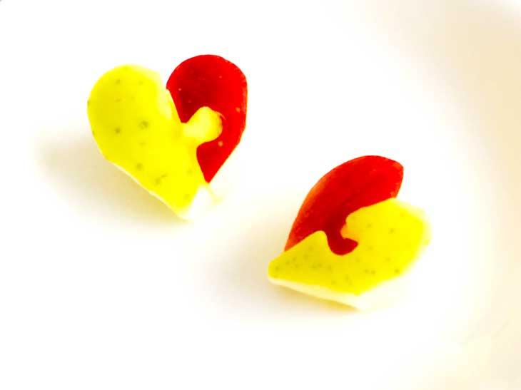 赤と黄色で作ったハート型のりんご