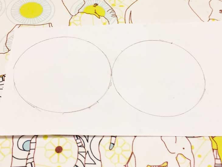 白画用紙に描かれた2つの丸