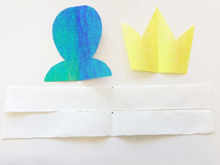 半分に折って印をつけた2本の画用紙の紐と冠と烏帽子