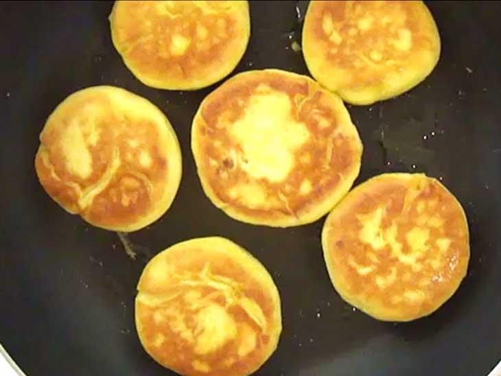 フライパンに油を入れ片面2分程度焼く