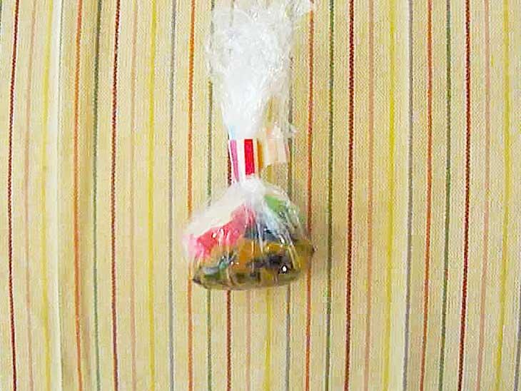 サランラップで包んだ味噌玉