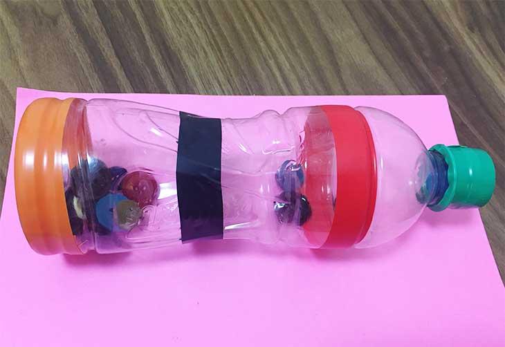 ペットボトルで手作りしたガラガラ