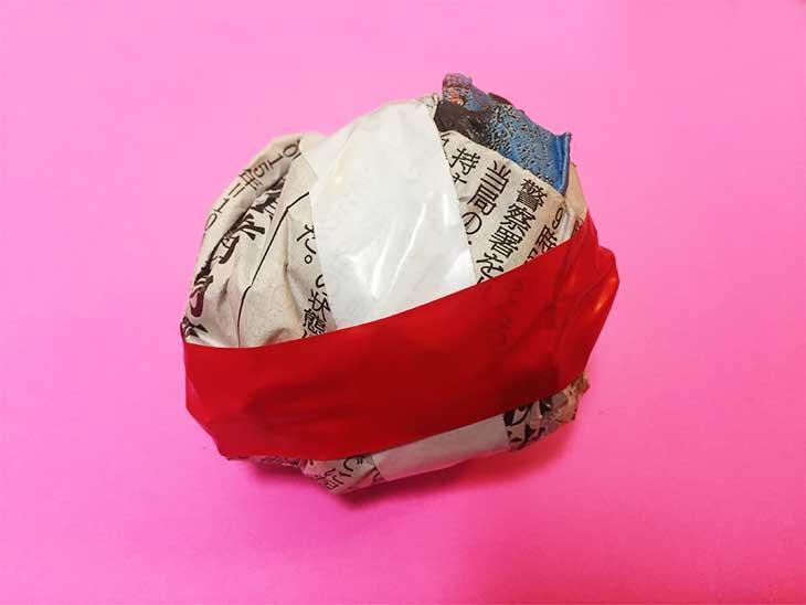 新聞紙を丸めて作ったボール