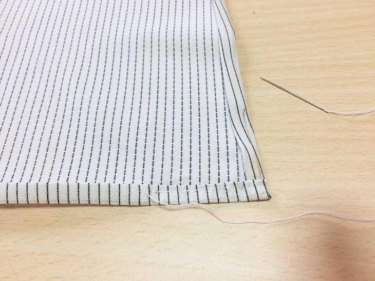 裾になる部分も折り返してアイロンで癖付け並縫いする