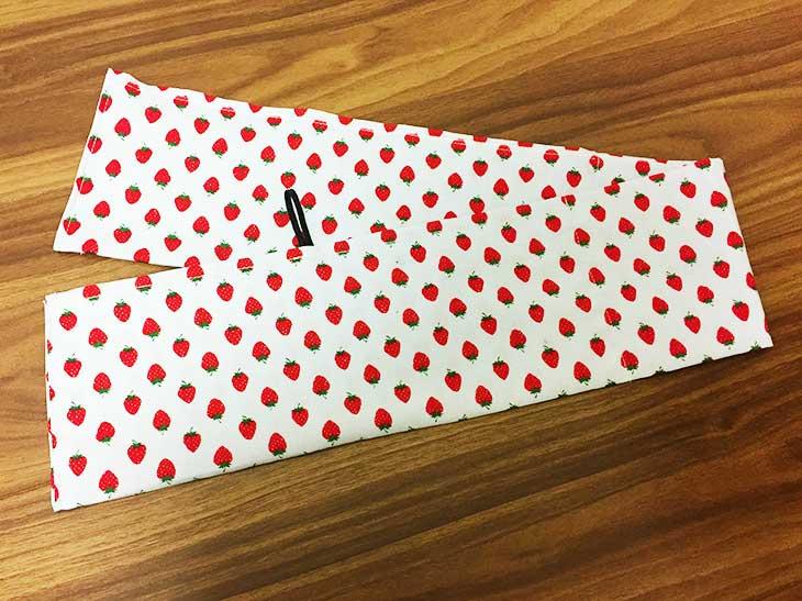 保冷剤を入れる部分以外の布の端を縫う