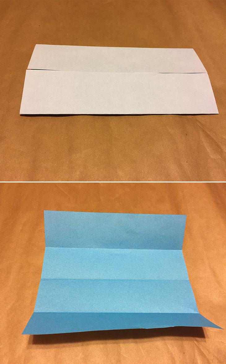 3本の折り目がついている折り紙の写真