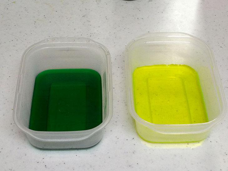 タッパに入れてた緑と黄色のゼリーの写真
