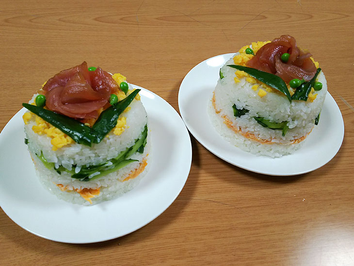 お寿司のケーキ