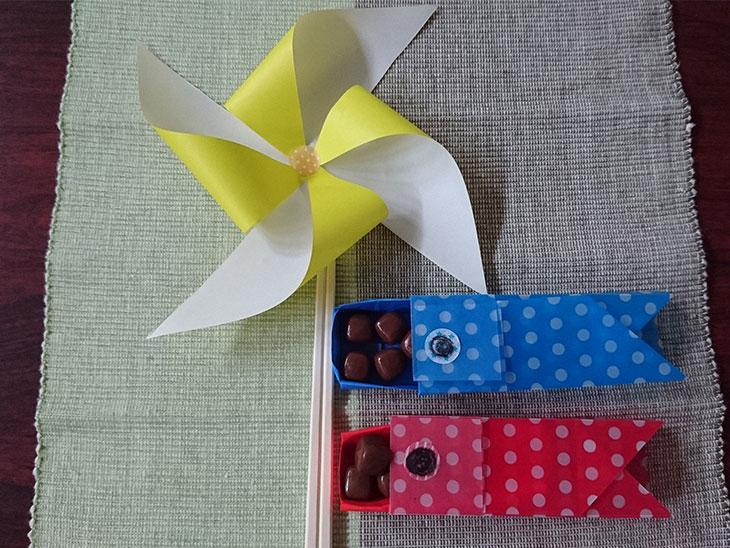 折り紙で作ったこいのぼりの菓子箱の写真