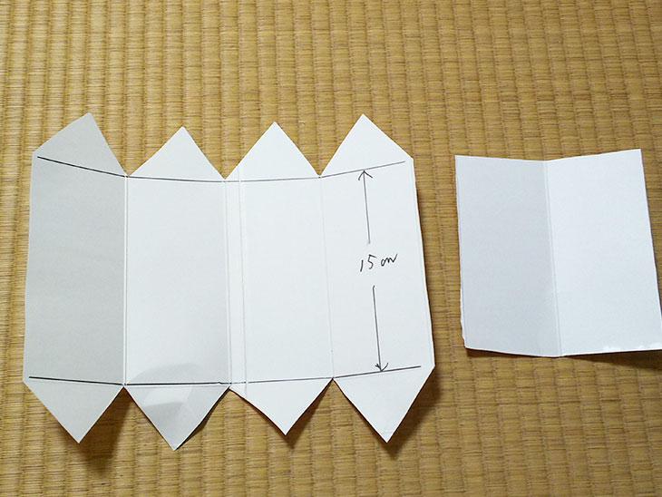 切り取った低い六角形の椅子の三角柱の基礎部分や補強パーツの写真