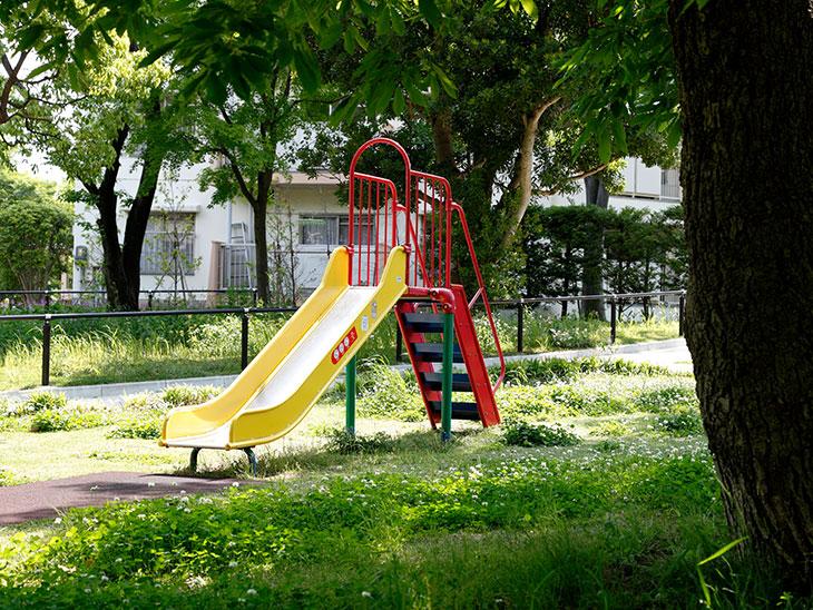 公園のすべりだい