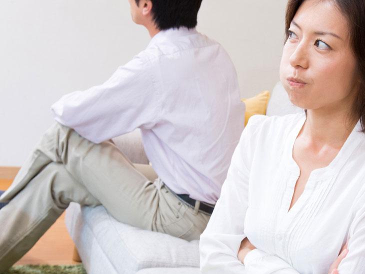 夫を責める妻