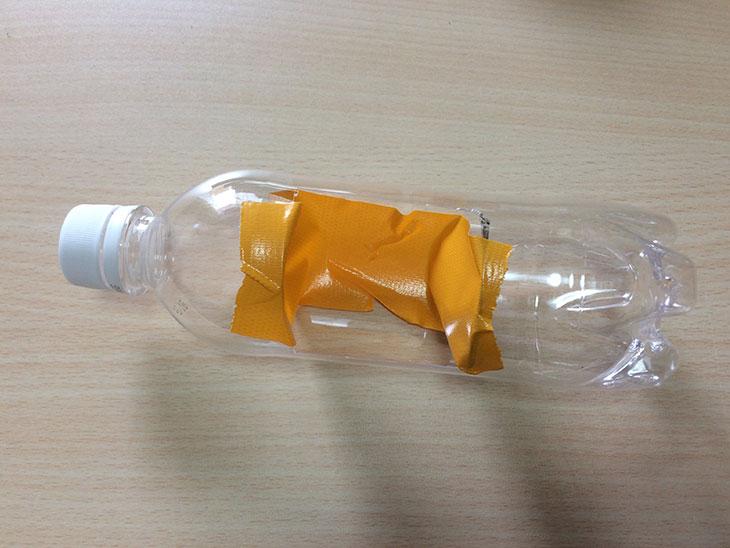 ガチャガチャの仕組みの解説で作ったペットボトルの写真