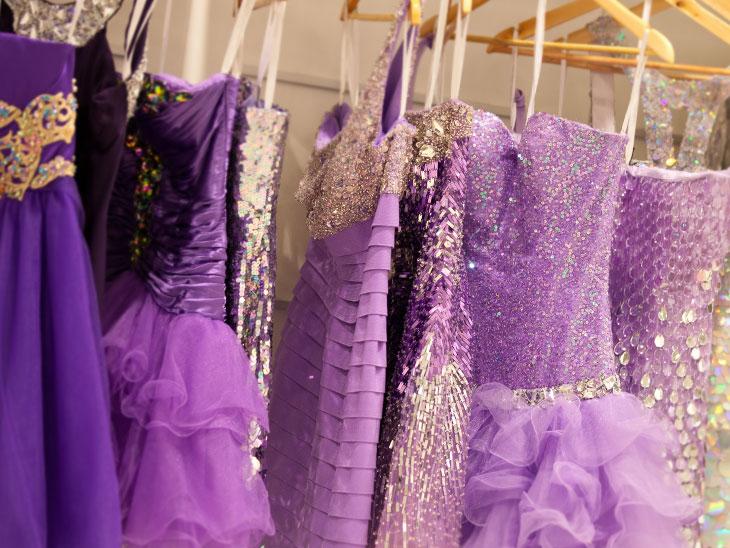 リサイクルショップのキラキラ ドレス