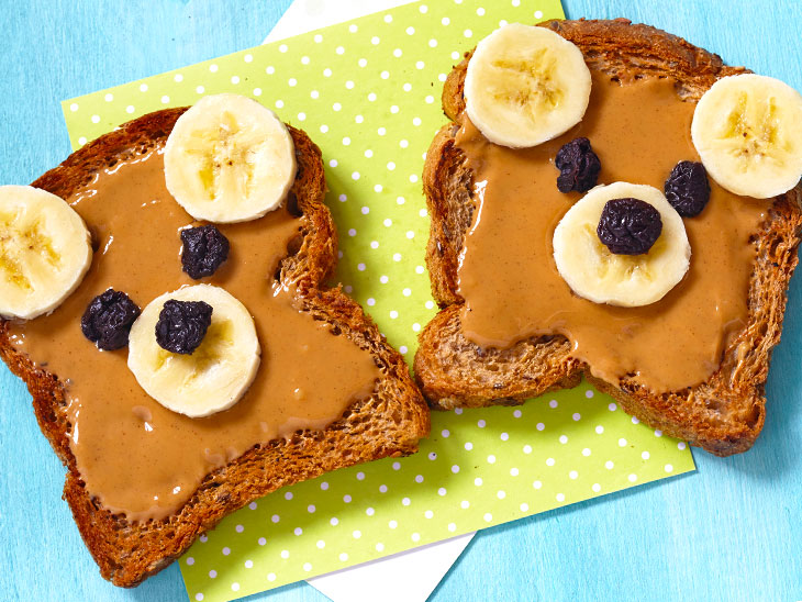 ピーナッツバター・バナナ・レーズンの「teddy bear toast」
