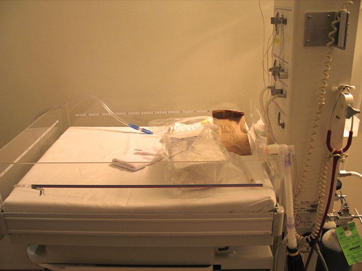 病院ベビーベッド