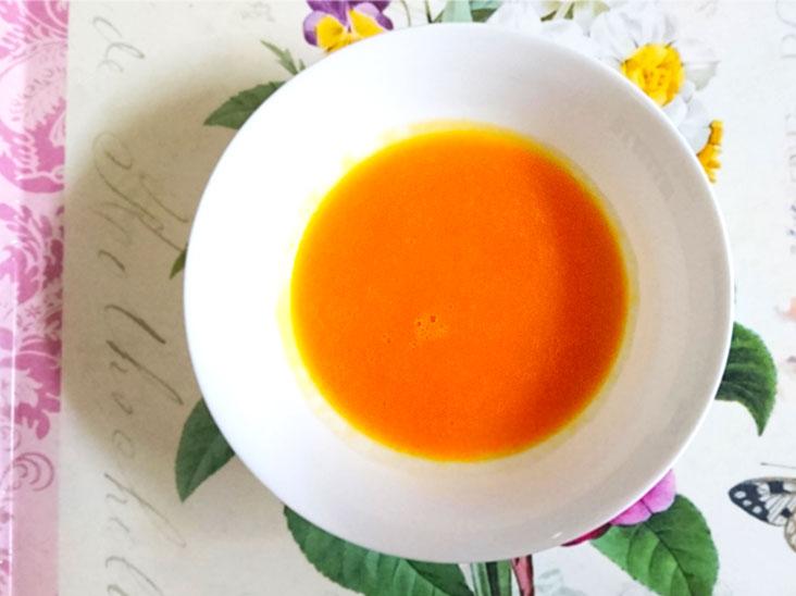初期離乳食用のピューレが入った野菜スープ