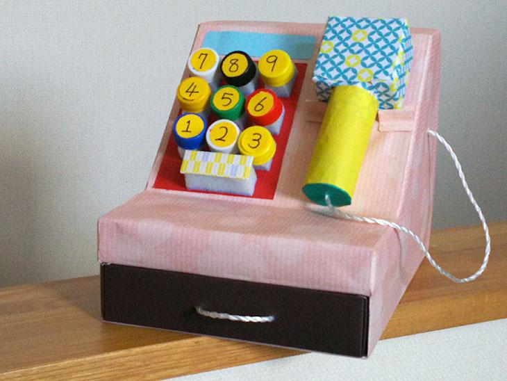 完成したレジスターのおもちゃの写真