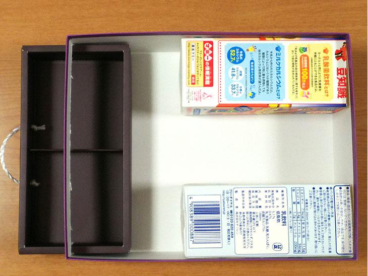 レジスターの箱の内部の写真