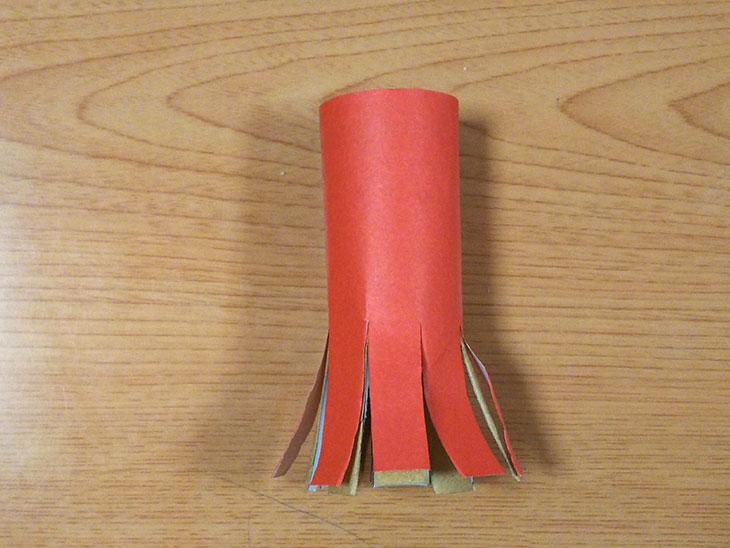 トイレットペーパーで作ったタコの足8本ができたところ
