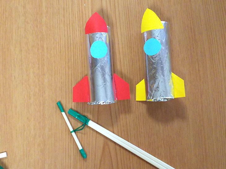 トイレットペーパーの芯で作るビュンビュン・ロケットの完成写真