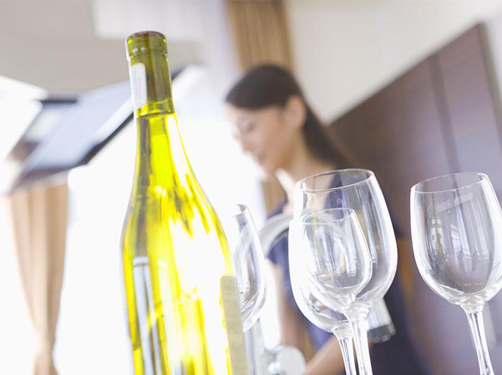 キッチンに置かれたワイン