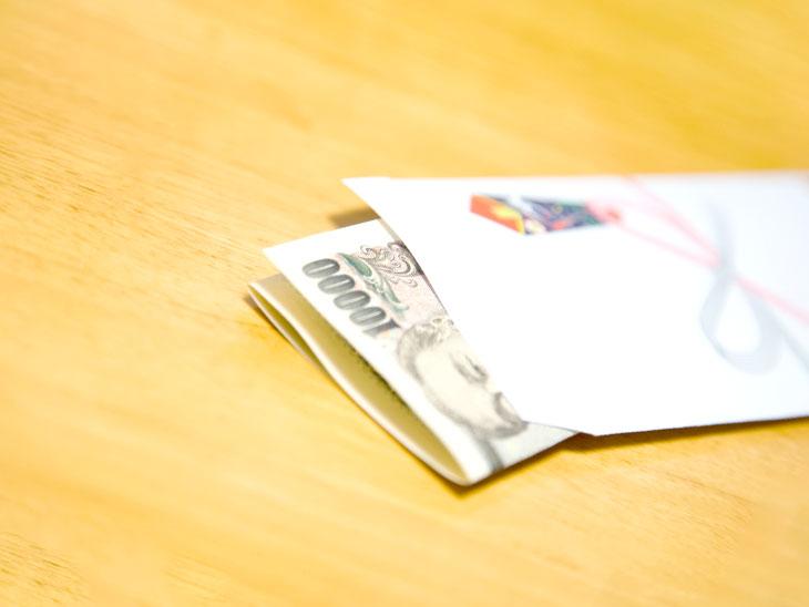 1万円が入ったお年玉のぽち袋