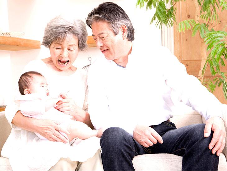 おじいちゃんとおばあちゃんと赤ちゃん