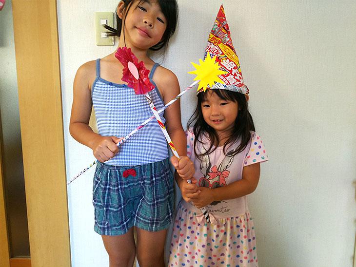 完成した魔法のステッキを持つ子供の写真