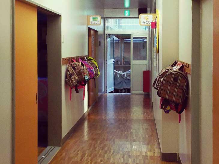 保育園施設内廊下