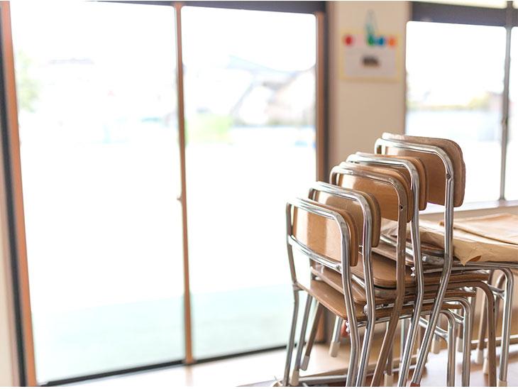 幼稚園の教室内