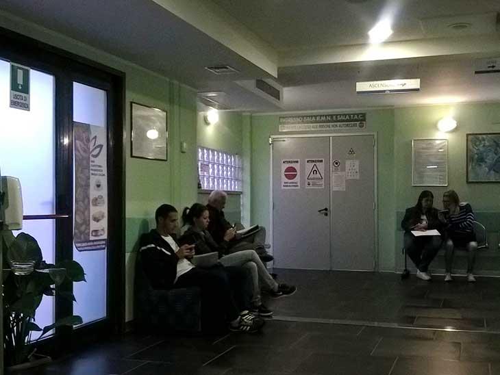 イタリアのX線・核磁気共鳴診断待合室