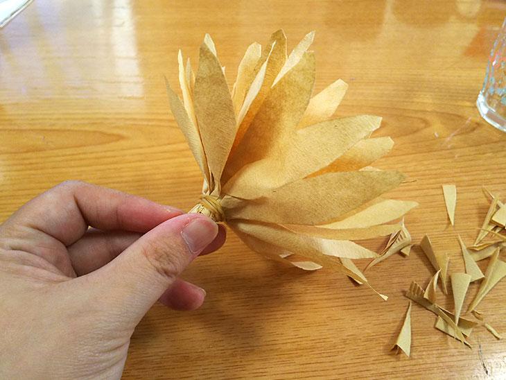 コーヒーフィルターをまとめた花の芯