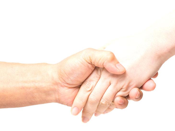 握手をしてる人たち