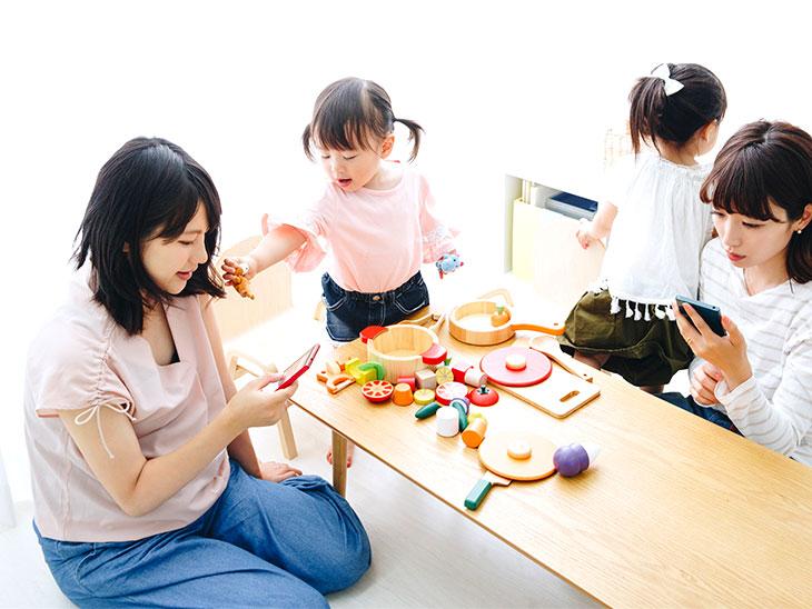 遊ぶママ友と子供達