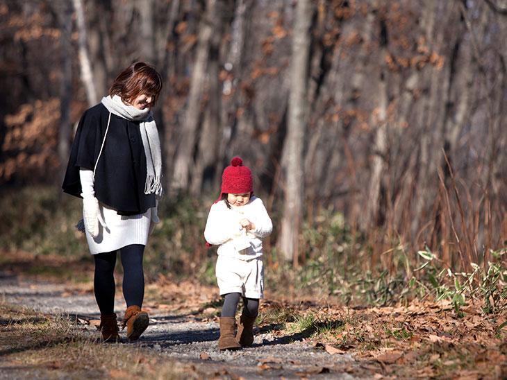 お散歩する親子