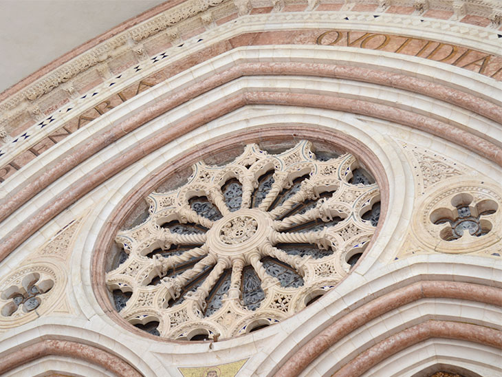イタリアの建造物の飾り