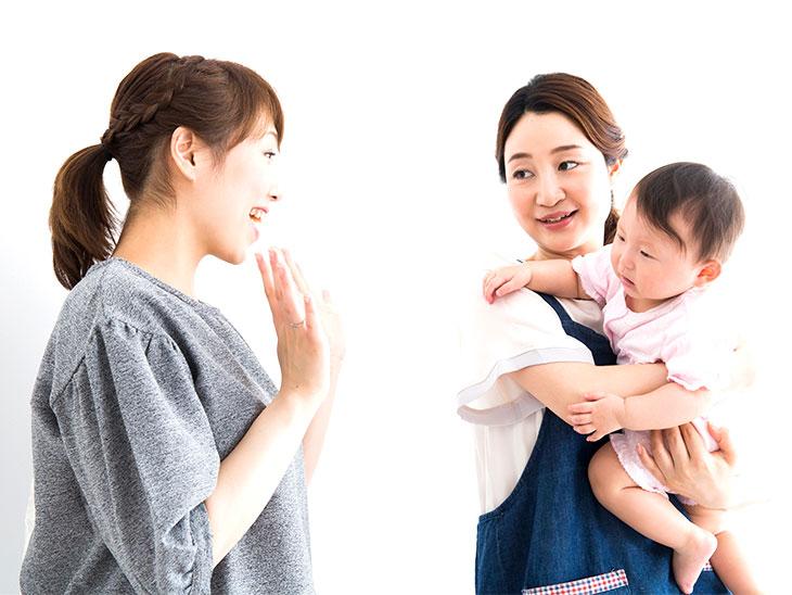 子供を預ける母親